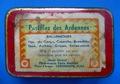 Blechdose (8), mit Papieretikett: Pastilles des Ardennes